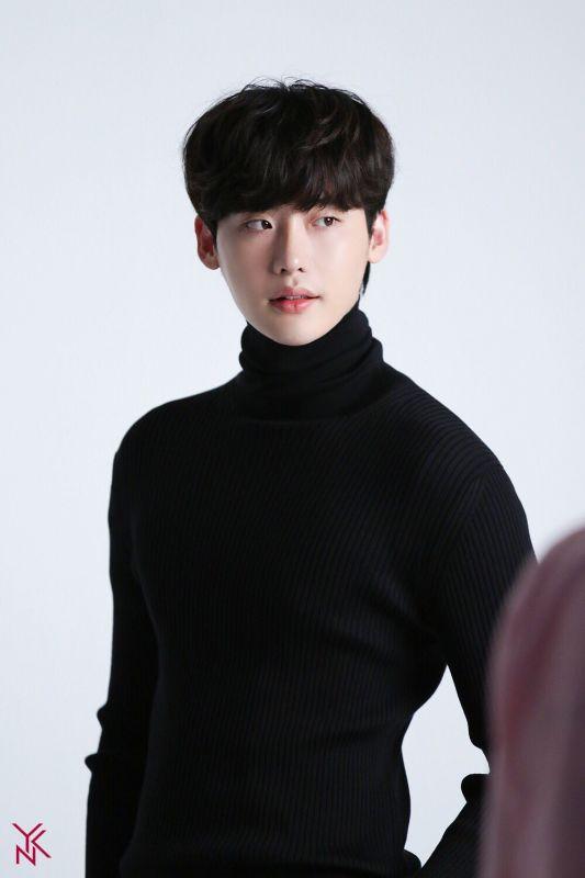 Lee Jong Suk เข้ากรม WeWillWaitForYouLeeJongSuk