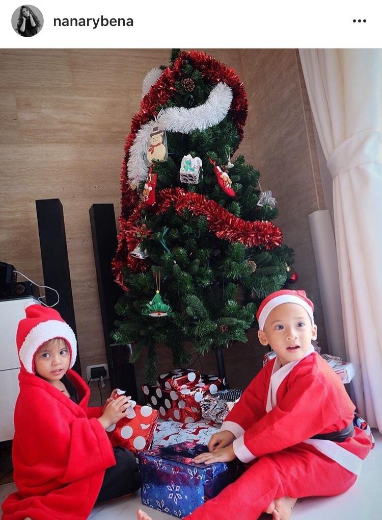 พ่อแม่ ดารา แปลงโฉม ลูก ซานต้า น่ารัก ฉลอง วันคริสต์มาส ต้นคริสต์มาส ปาร์ตี้ มาสคอต