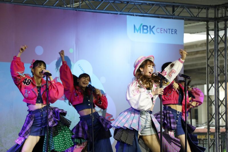 BNK 48 Heavy Rotation Pop-Up Mini Concert & H!-Touch