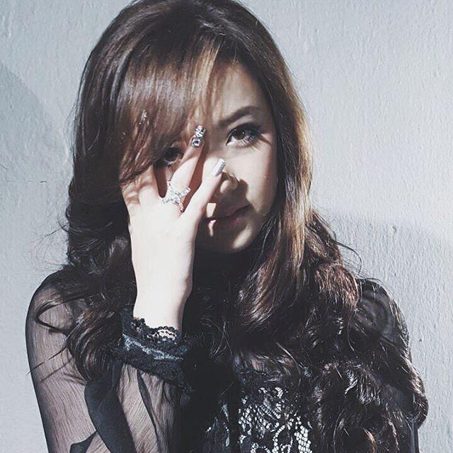 พลอยชมพู สัมภาษณ์ นักร้องหญิงที่สุดแห่งปี2015 ดารา บันเทิง นักร้อง ดาราเดลี่