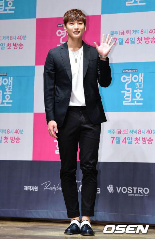 Jinwoon วง 2AM