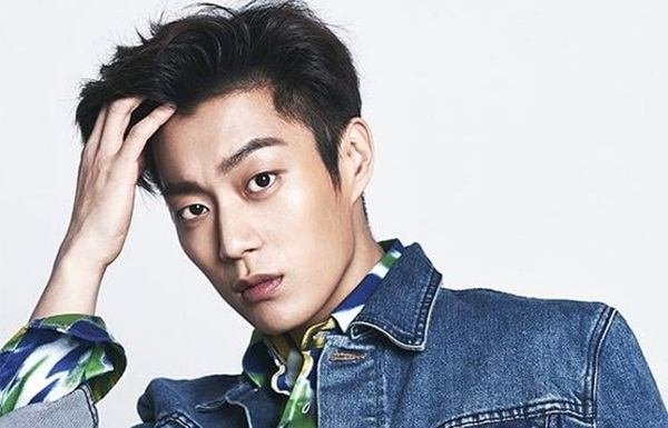 FIVE FOUR LIVE YOON DUJUN