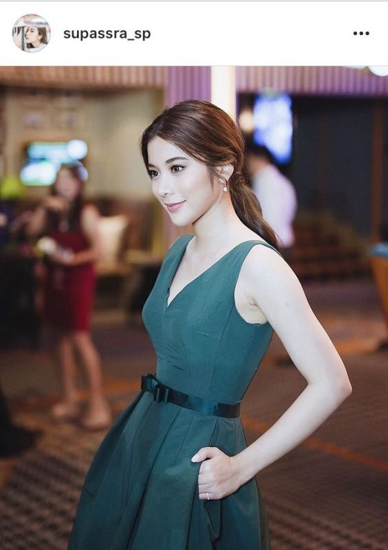 แฟชั่น เสื้อสีเขียว ดาราสาว รักโลก
