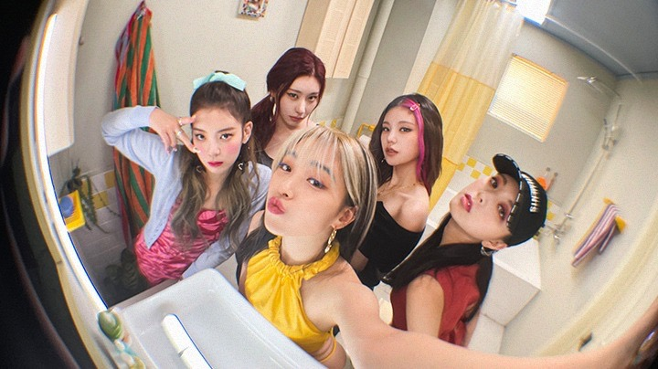 ITZY LOCO CRAZY IN LOVE JYP Entertainment K-POP