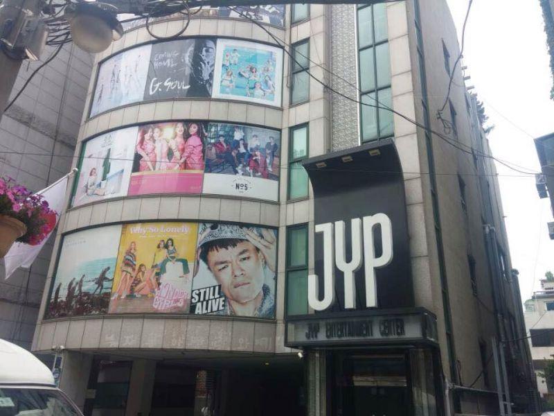 แฟนคลับ ตึก JYP Entertainment ใหม่