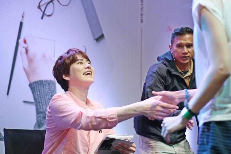 ฟิน ภาพ บรรยากาศ สัมภาษณ์ พิเศษ KYUHYUN คอนเสิร์ต ประเทศไทย แสตมป์ บลาบลา เวอร์ชั่นไทย แถลงข่าว sj คัมแบ็ค ดารา บันเทิง เกาหลี วันนี้