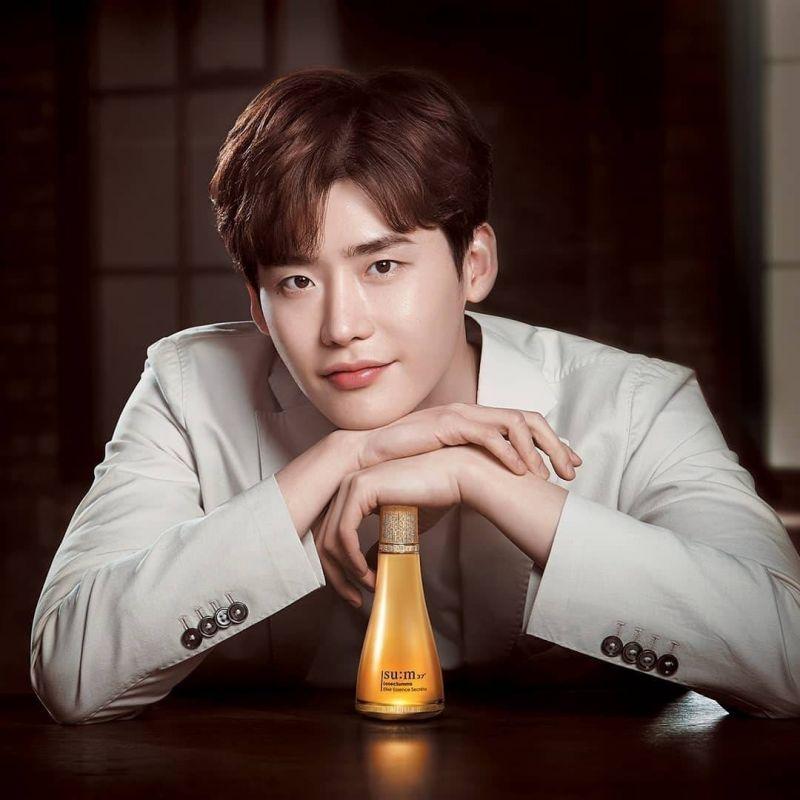 Lee JongSuk เข้ากรม idol