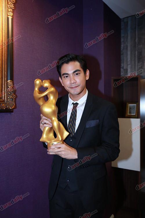 """เปิดความรู้สึก 7 นักแสดงดาวรุ่ง ที่ได้รับรางวัล """"daradaily Digital Gen 2015"""""""