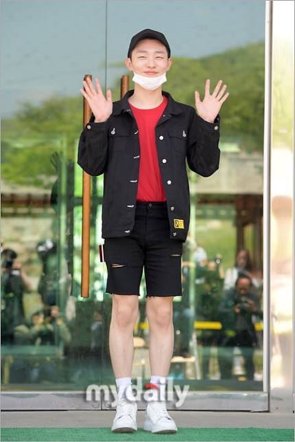 Yoon Ji Sung เข้ากรม ทหาร kpop idol