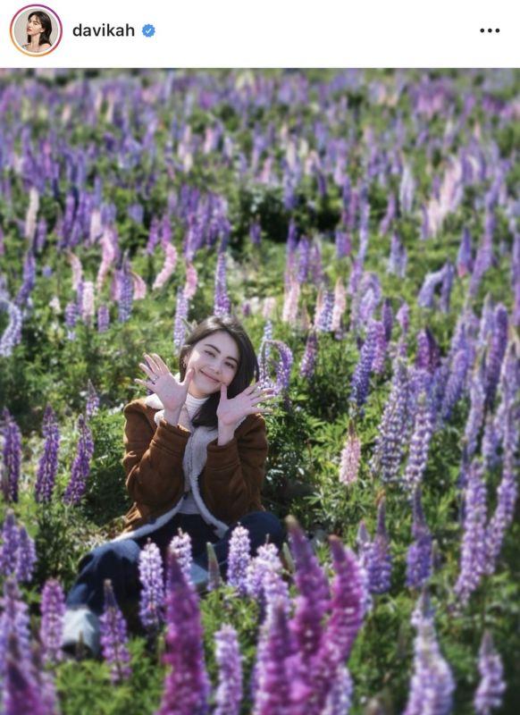 อินเทรนด์ ดารา สาว ทุ่งดอกไม้