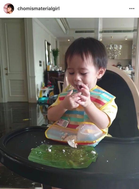 สายฟ้า ลูก ชมพู่ กินขนม ซุปตาร์ตัวน้อย