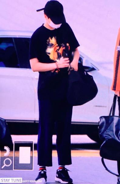 แฟชั่น เสื้อผ้า สีเหลือง ดาราชาย ดาราหญิง แฟชั่นสนามบิน ไอดอลเกาหลี