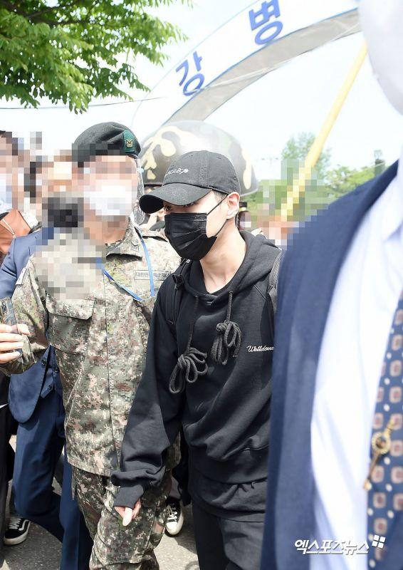 แทมิน SHINee ไอดอลเกาหลี เข้ากรม