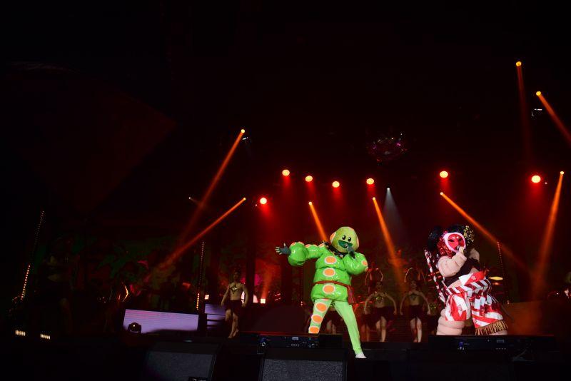 หน้ากากช้างดำ หน้ากากมงกุฎเพชร หน้ากากหนอนชาเขียว  The Mask Concert 3