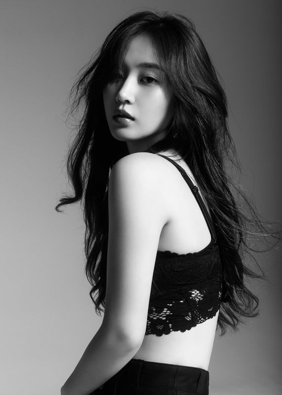 Yuri SNSD โซโล่ อัลบั้มแรก เดี่ยว Into you