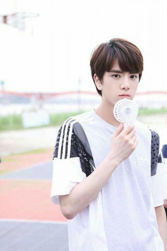 Younghoon วง THE BOYZ