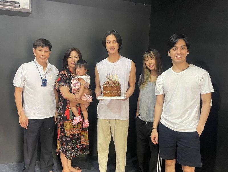 ออกัส วชิรวิชญ์ ครอบครัว แฟนคลับ วันเกิด นักแสดง