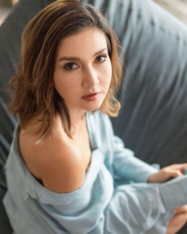 แอน สิเรียม นางเอก นักแสดง ดารา ครอบครัว