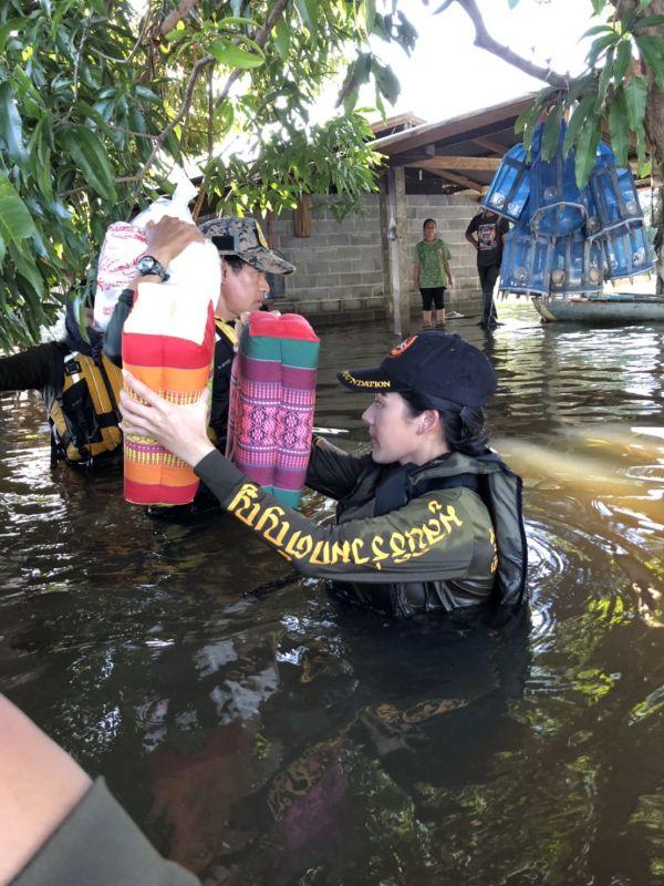 ทับทิม อัญรินทร์ ช่วย น้ำท่วม อุบลราชธานี น้ำท่วมอุบล