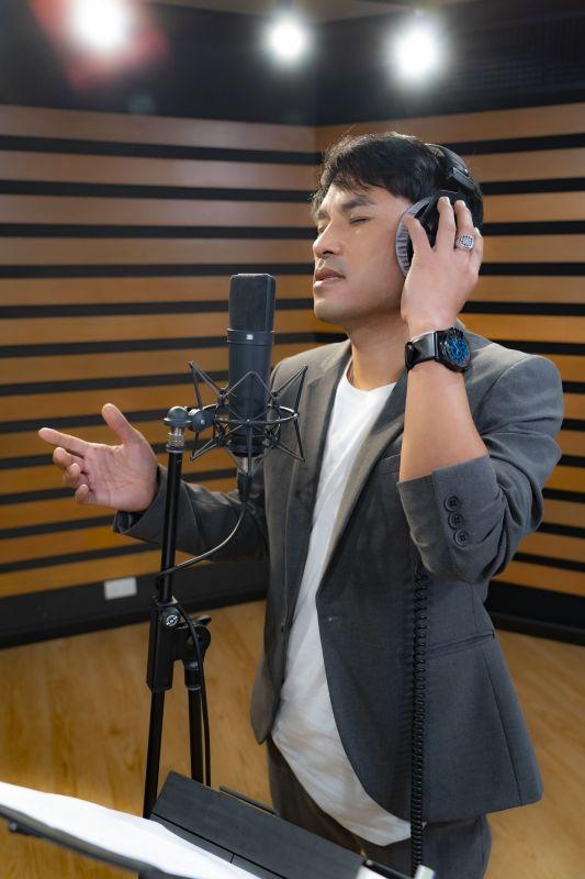 ปราโมทย์ วิเลปะนะ นักร้อง เพลง Move on ศิลปิน