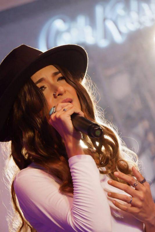 เบลล่า อนุร็อค นักร้อง เพลงลูกทุ่ง บ่ทันมีแฟน