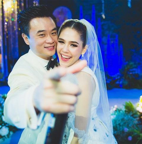 ข่าวฮอตประจำปี 2558 ชมพู่ น็อต งานแต่งงาน ที่สุดแห่งปี บันเทิง นักแสดงสาว ฉลองวิวาห์ ตัวแม่