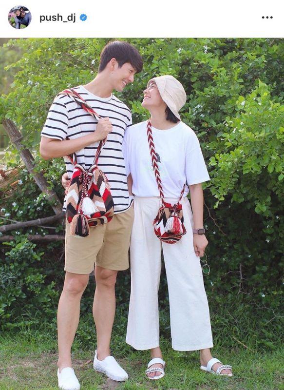 คู่รัก ความรัก แฟน กลางกอง