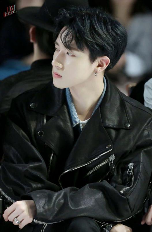 V Jin JAEHYUN JB แฟชั่น เสื้อหนัง