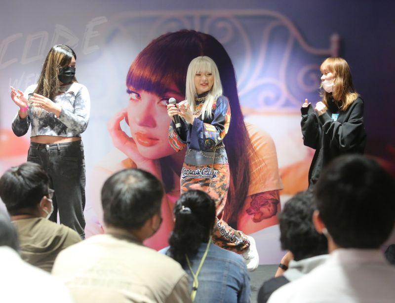 พลอยชมพู โกอินเตอร์ นักร้อง Fanmeet