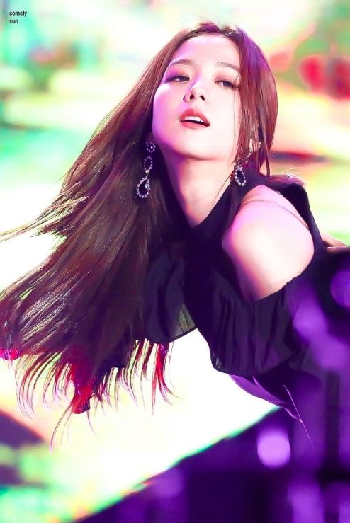 เปิด 10 ภาพสะกดใจ Jisoo BLACKPINK มองมุมไหนก็สวย