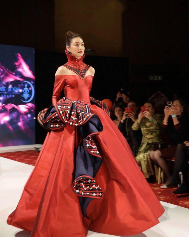 แพนเค้ก London Fashion week 2020 เดินแบบ