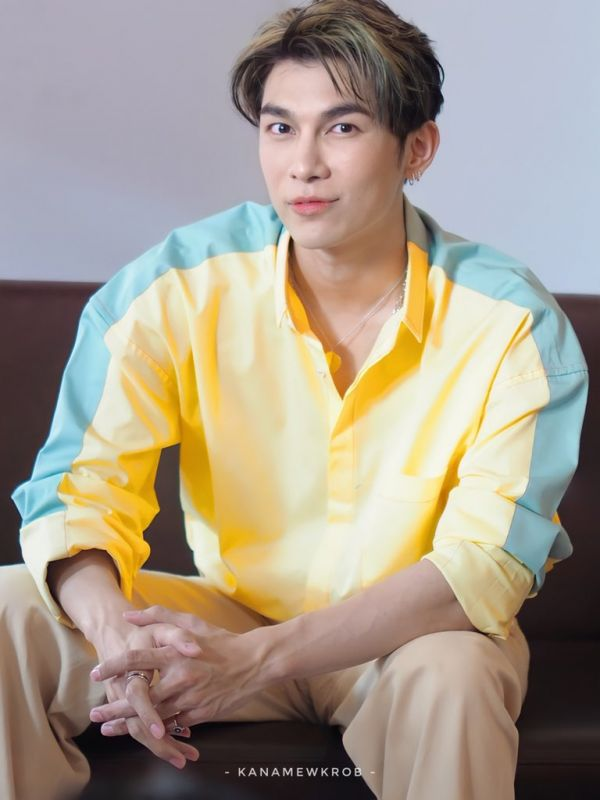 มิว ศุภศิษฎ์ ทวิตเตอร์ นักร้อง นักแสดง ซีรีส์วาย พระเอก แฟนคลับ