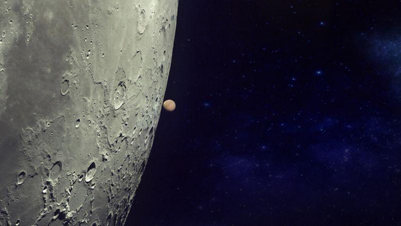 """พลาดครั้งนี้รออีก 19 ปีเลยนะ!  คืนนี้กักตัวอยู่บ้านเหงาๆ  ชวนแหงนดู """"ดวงจันทร์บังดาวอังคาร""""บนฟ้"""