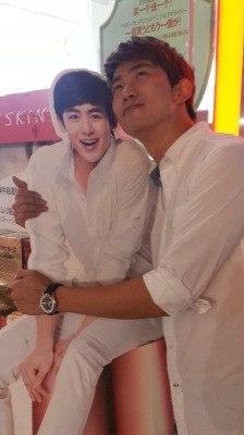 ไอดอลชาย แอบรักกัน ความรัก เพื่อน เพศเดียวกัน เกาหลี ศิลปิน ฟิน คู่จิ้น ไอดอล ศิลปิน