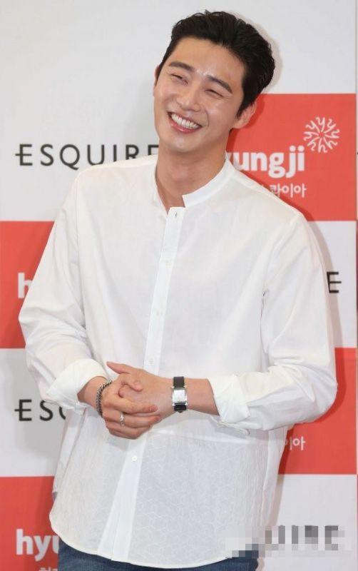 คลิป จูบ Park Seo Joon แฟนเซอร์วิส อิจฉา ใกล้ชิด มิตติ้ง กอด จับมือ ไฮทัช ไอดอล เกาหลี ดารา บันเทิง ข่าว วันนี้