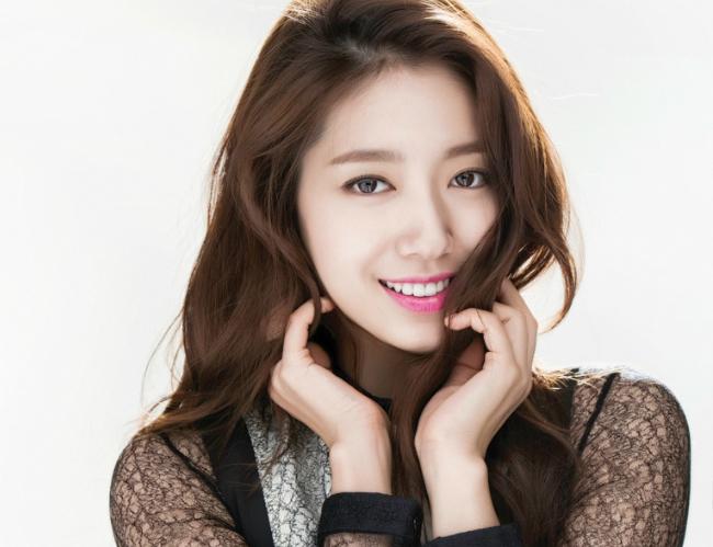 เรียนจบ บันเทิง เกาหลี นักแสดง Park Shin Hye  คว้าปริญญาสำเร็จ