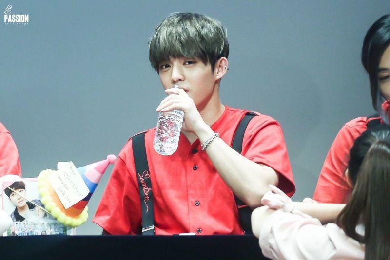 10 ไอดอลเกาหลี ท่าดื่มน้ำ หิวน้ำตาม