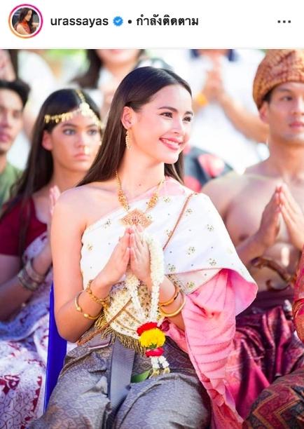 ญาญ่า อุรัสยา ลิซ่า ลลิษา  2 3 สาวสวยอันดับโลก